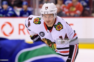 VANCOUVER, BC - OCTOBER 31: Chicago Blackhawks Left Wing Chris Kunitz (14) waits for a face-off during their NHL game against the Vancouver Canucks at Rogers Arena on October 31, 2018 in Vancouver, British Columbia, Canada. Vancouver won 4-2. (Photo by Derek Cain/Icon Sportswire via Getty Images)